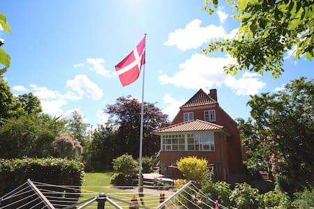 Værelse - i by - tæt på skov og sø - Silkeborg