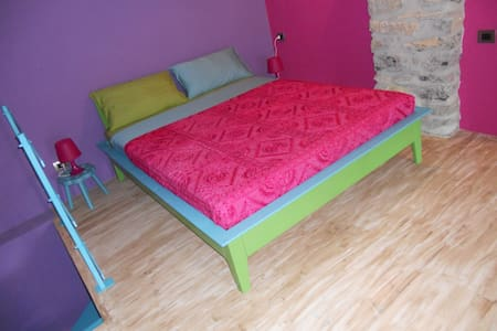 a 6 km dal resto del mondo - color - Fivizzano - Bed & Breakfast