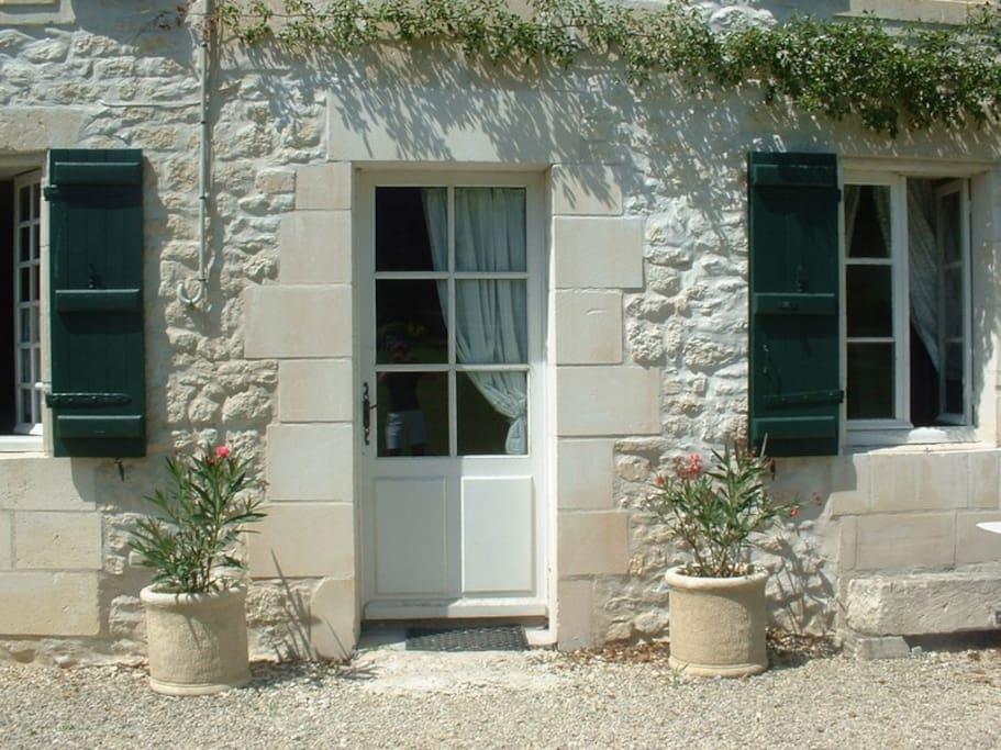 La pierre blanche de Saintonge, particulièrement lumineuse et chaleureuse