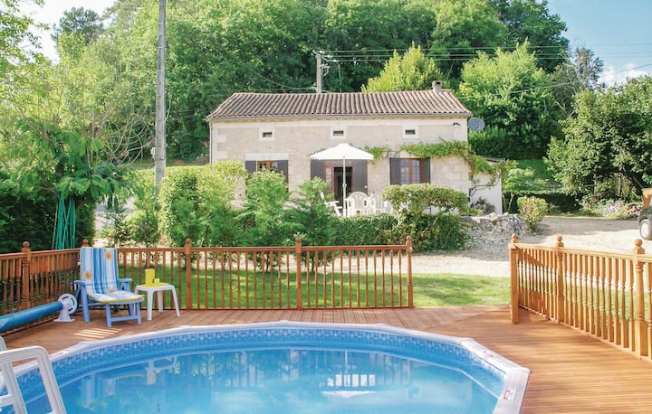 Amazing home in Douzillac with 4 Bedrooms