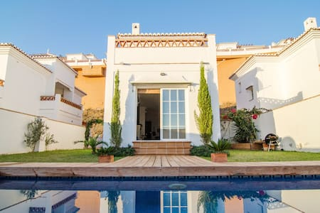 Villa with private pool & sea views - Torrox