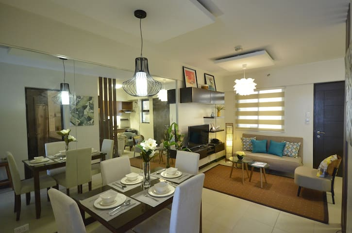 STYLISH  2BR CONDO UNIT IN RESORT-LIKE ENCLAVE - Muntinlupa - Appartamento