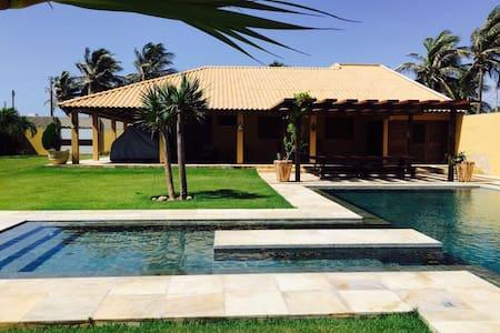 Magnífica Casa no Morro Branco - 50m da praia