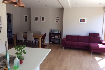 Light filled family home in Dalkey - Dalkey - Casa