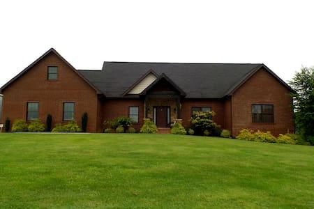 Modern Rustic Charm in Northeast TN - Gray - Casa