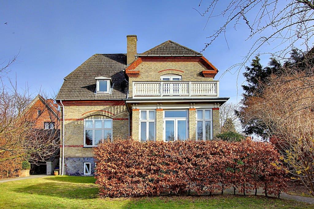 beautiful charming family home h user zur miete in charlottenlund d nemark. Black Bedroom Furniture Sets. Home Design Ideas