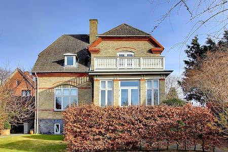Beautiful & Charming Family Home - Charlottenlund