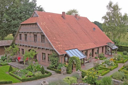 Landhauswohnung mit schönem Garten! - Cappeln (Oldenburg) - Lejlighedskompleks