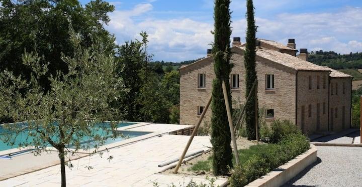 The Cherry Houses, apt Monterosa