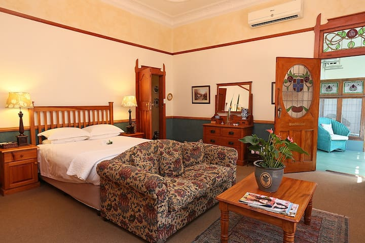 Devereux Lodge Luxury room Bed & Breakfasts for Rent in East
