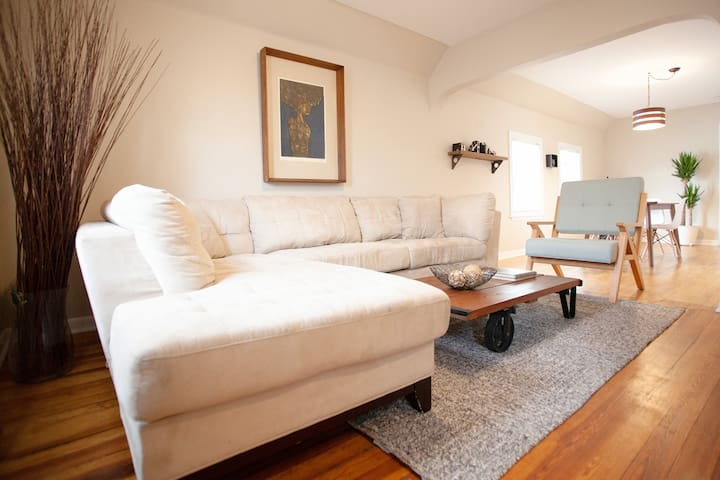 Quite & Charming 2 BR in downtown Forest Park, IL