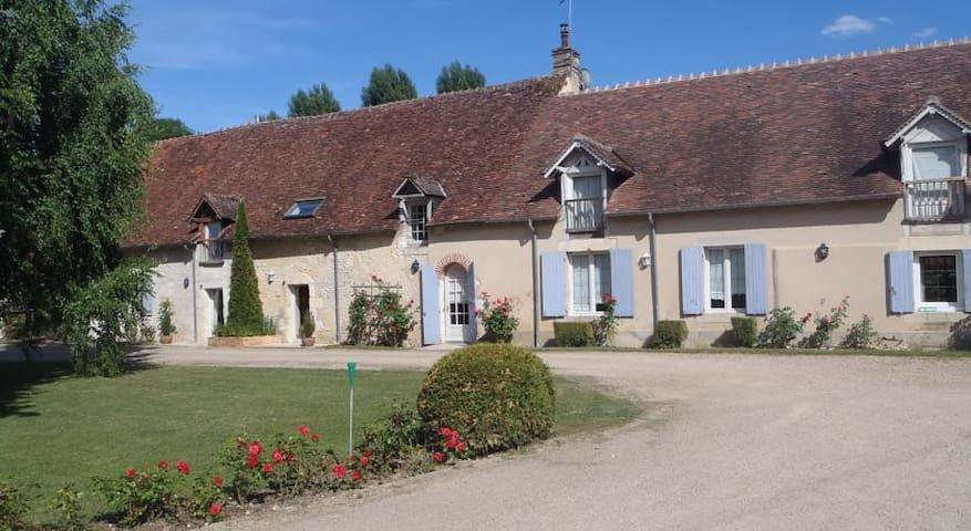 Chambre avec accès cuisine - Saint-Germain-du-Puy - Aamiaismajoitus