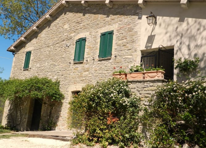 Indipendent old country house with private pool. - Assisi