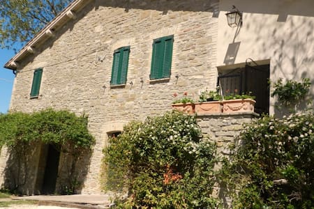 Indipendent old country house with private pool. - Assisi - House