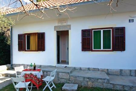 1 Bedroom Home in Zrnovnica - Zrnovnica
