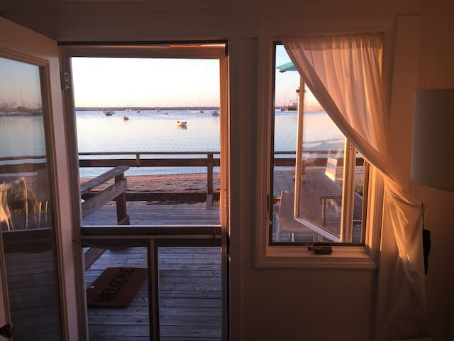 Gorgeous waterfront cottage w/incredible views - Provincetown  - Kondominium