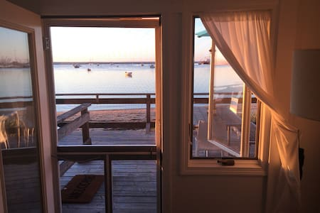 Gorgeous waterfront cottage w/incredible views - Provincetown  - Appartement