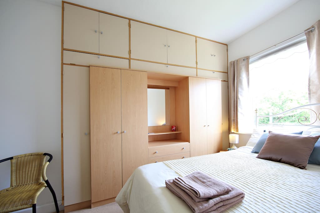Spacious and cosy double bedroom with wardrobes