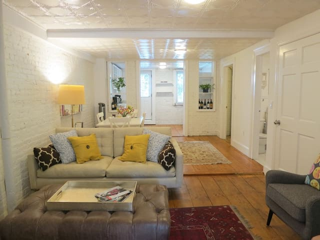 Charming Carroll Gardens 2 bed apt