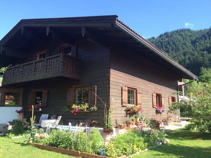 Schmuckes Appartement inmitten der Tiroler Berge