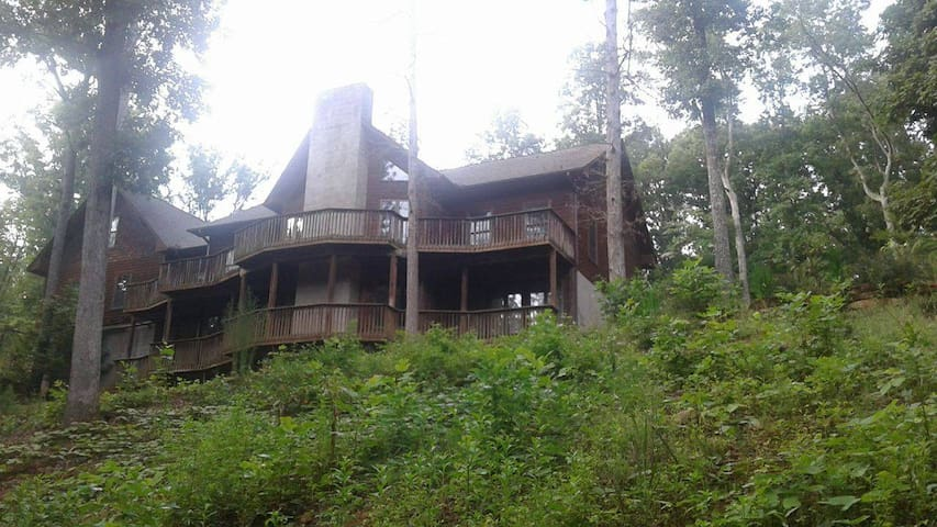 Tryon / Columbus Entire House ~Hot Tub ~ 7 Beds