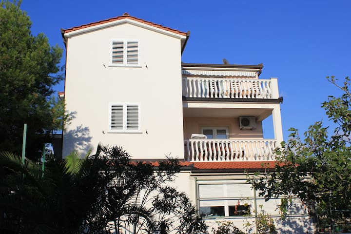 Apartment A4 (4+1) - Zečevo Rogozničko - House