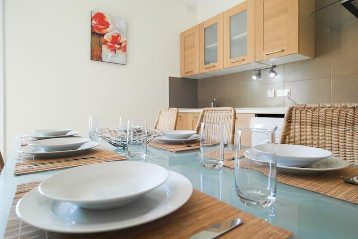Modern, spacious, Central Sliema seaview apartment - Sliema