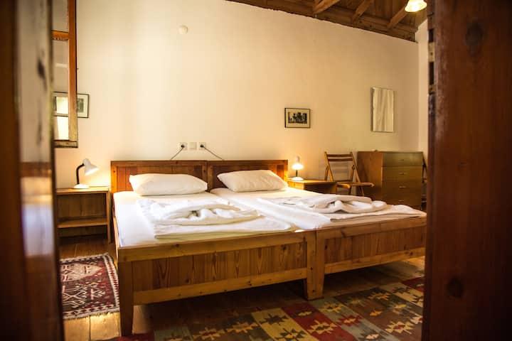 Nice Room in Mediterranean Garden
