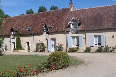 Chambre avec Terrasse et Cuisine - Saint-Germain-du-Puy