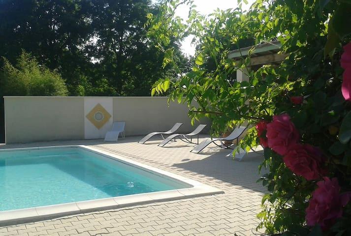 Jolie maison proche de Brantome - Saint-Front-d'Alemps - Hus
