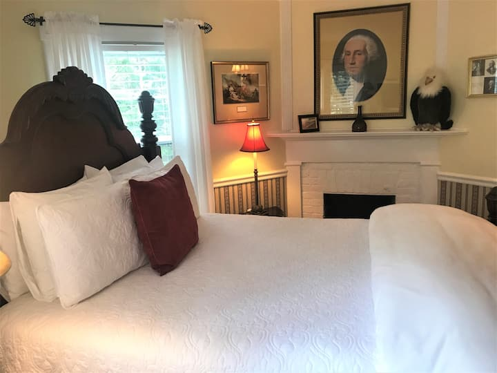 Washington Suite - A Williamsburg White House