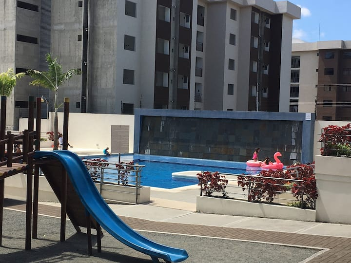 Apartamento con excelente ubicación y piscina.