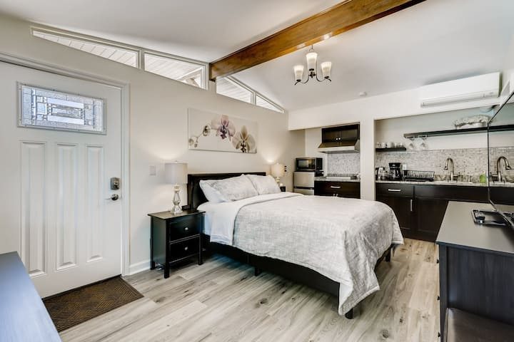 Luxury private suite in downtown Bellevue