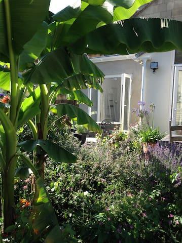 Sunny 2 BED Garden Flat + FREE parking! - Bath - Apartamento