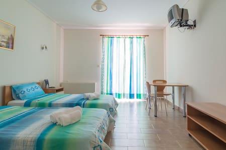 HOTEL ELLI