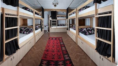 10 Bed Mixed Dorm Room @Driza's House Hostel #2