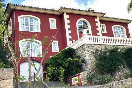 Chalet Unifamiliar Urbanización Son Vida (Palma)