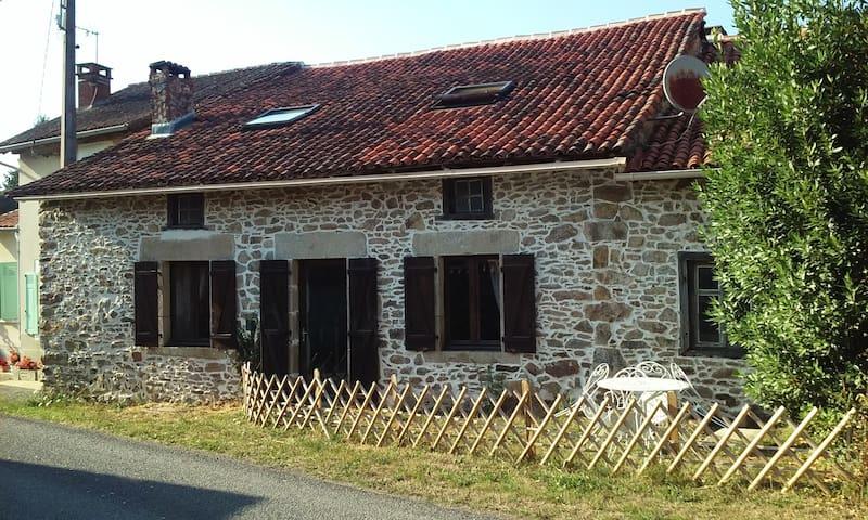La Croix de Camargue - Oradour-sur-Glane - House