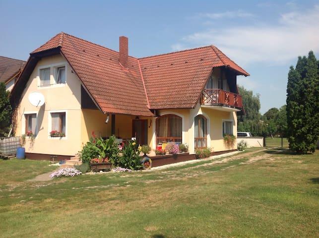 Jarmila Vendégház 21. - Béke alsó - Balatonberény - บ้าน