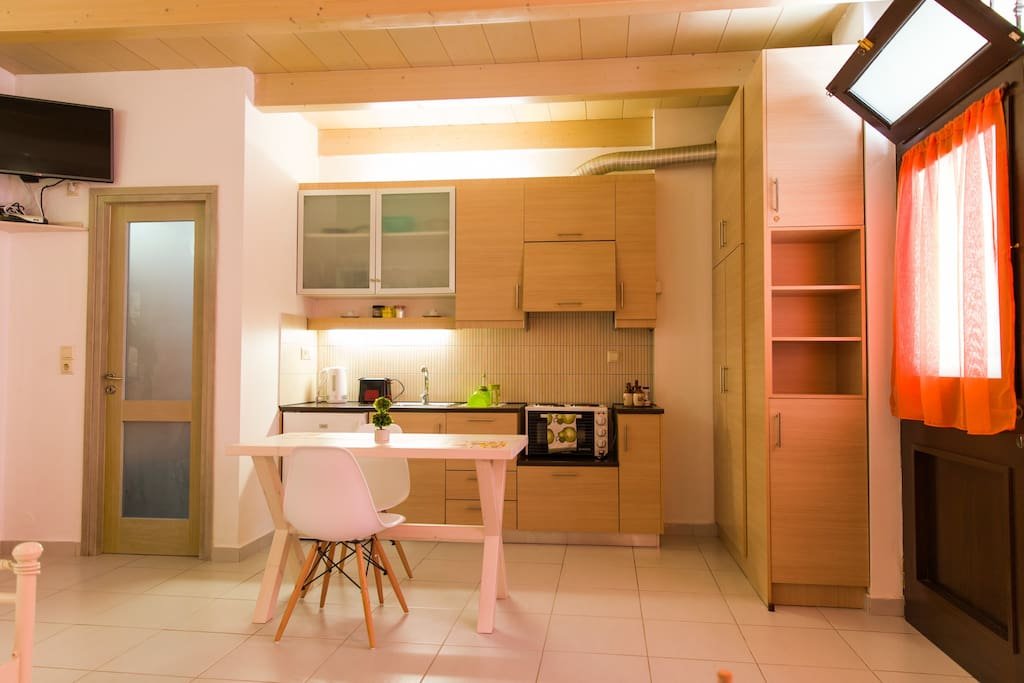 Well equipped kitchenette and indoor dining table