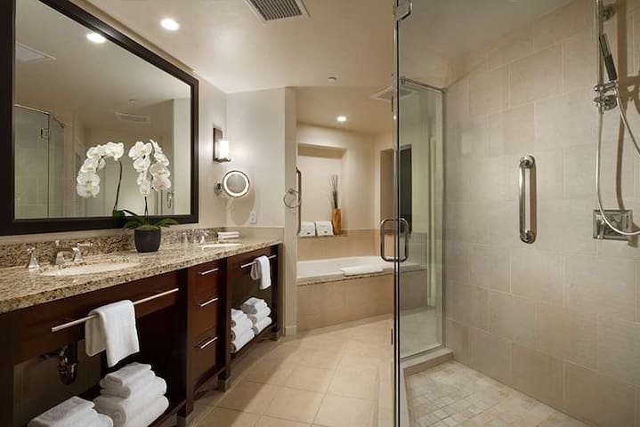 Rancho Mirage - Luxurious one bedroom villa sleeps up to four