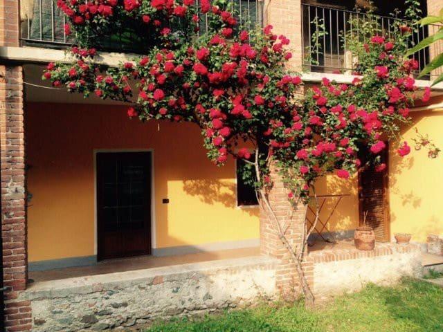 grazioso appartamento con giardino - DONNAS - Casa