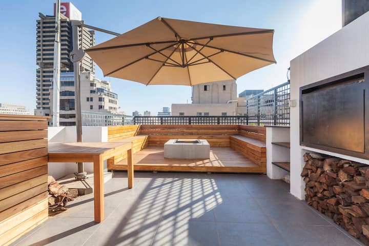 Huge City Center Penthouse with rooftop Jaccuzi