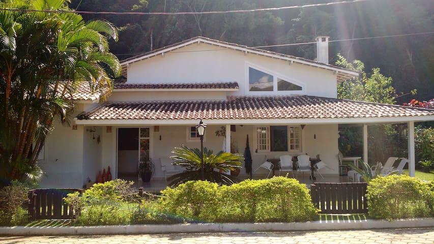 Casa em CONDOMÍNIO ALTO PADRÃO