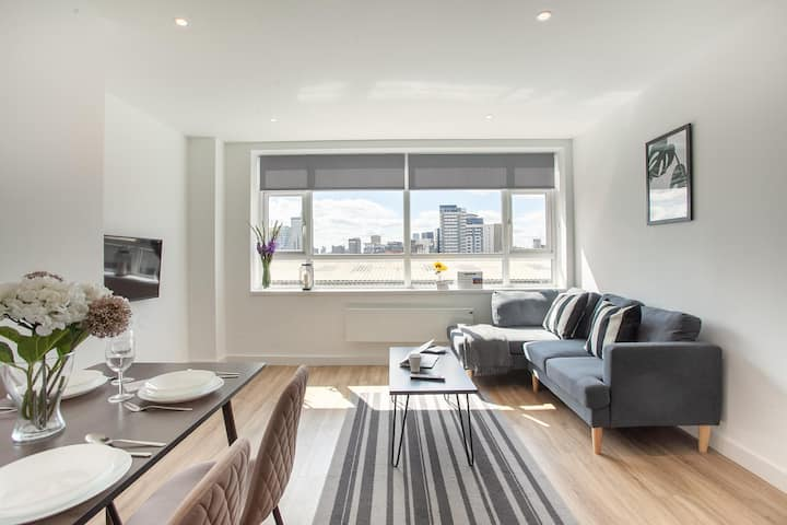 Luxury, Modern Apartment in the heart of Manchester By Pillo Rooms