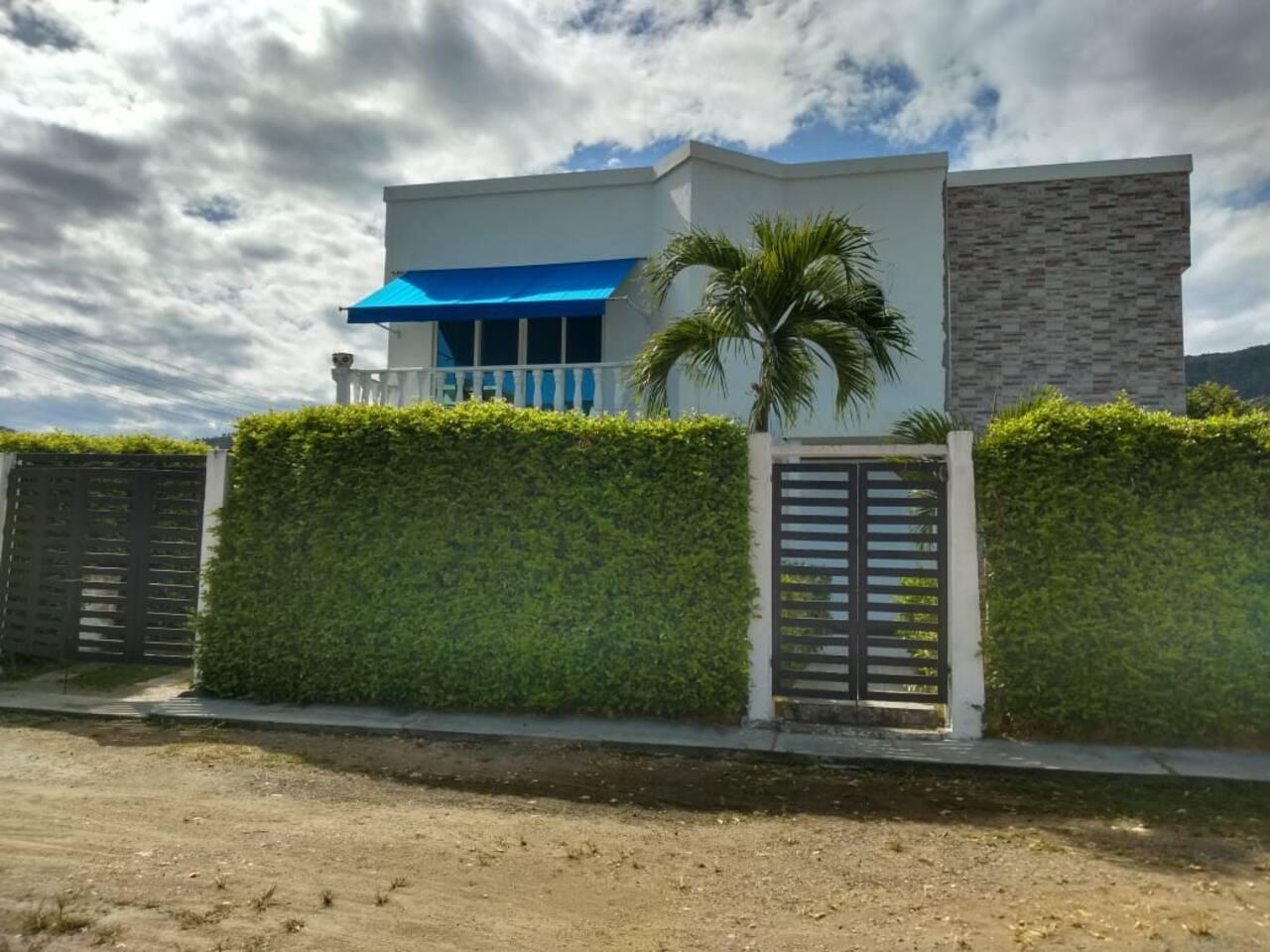 La casa es totalmente independiente y privada para que disfrutes de todas sus instalaciones sin ninguna incomodidad
