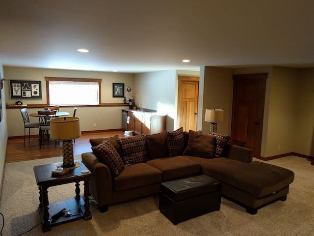 Family friendly basement suite w/ hiking trails