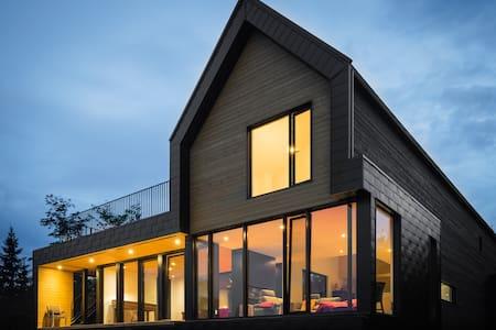 Modern cottage near Le Massif - Petite-Rivière-Saint-François