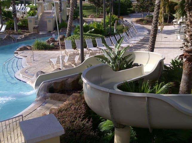 Water slide!!! Lots of fun with the whole family!  ¡¡¡Tobogán!!! Mucha diversión con toda la familia!