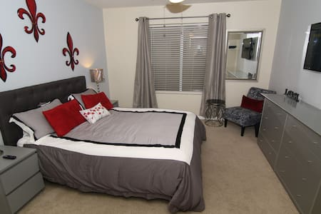 Private Room with Private Bathroom - Avondale